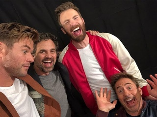 The Avengers sing a song 'The Beatles - Hey Jude'