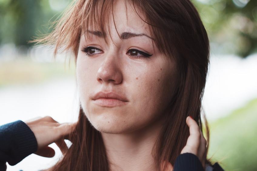 Когда женщина имеет выкидыш, она может иметь дело с эмоциональной суматохой в дополнение к физической боли.
