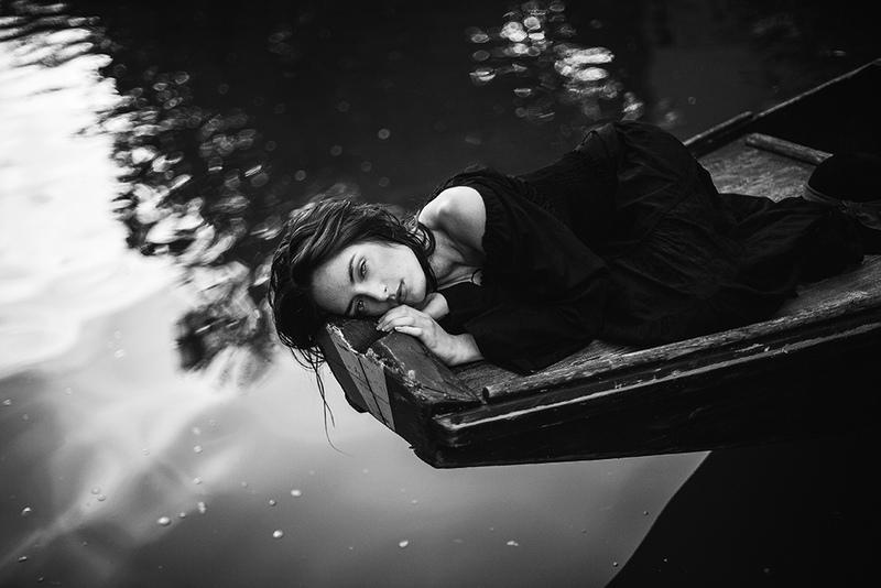 Некоторые женщины, которые прошли через выкидыш, страдают от меланхолии и депрессии.