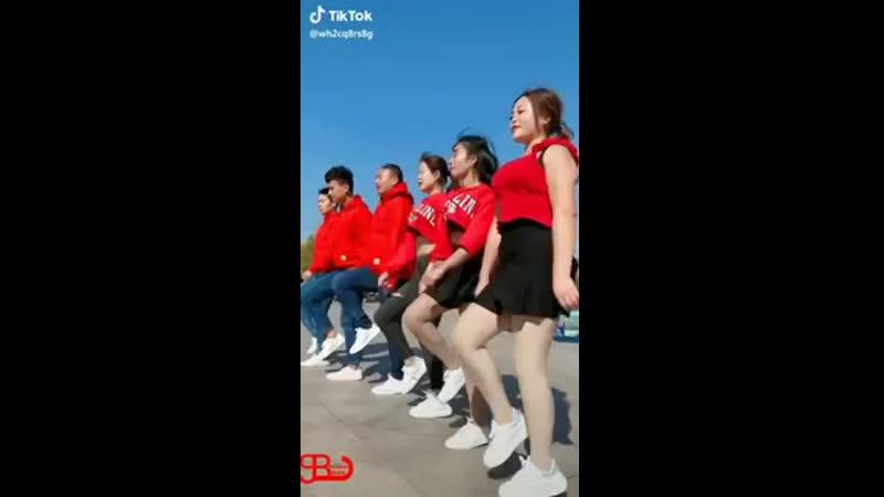Japon gençler Kürtçe halay eşliğinde kopuyor.mp4