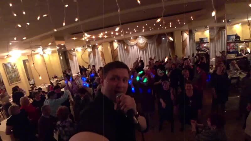 Евгений КОНОВАЛОВ - отрывок концерта в Железногорске-Илимском 30.11.2018г. (ресторан Магнетит)