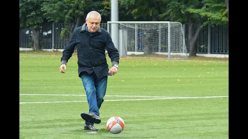 Як Ігор СУРКІС у футбол грає!