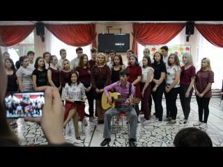 заключительная песня от 1 отряда и воспитателей Радика Рафиловича и Раисы Раисовны