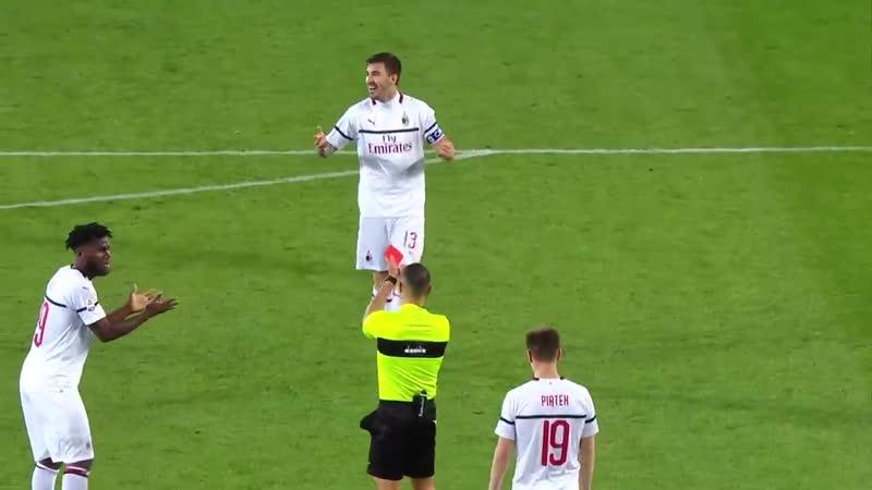 Забавно\непонятная демонстрация красной карты!!)) Torino 2-0 Milan Serie A
