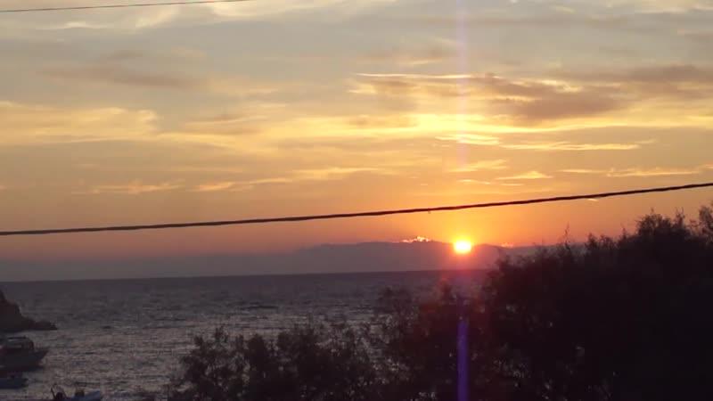 Восход солнца на греческом острове в Ионическом море