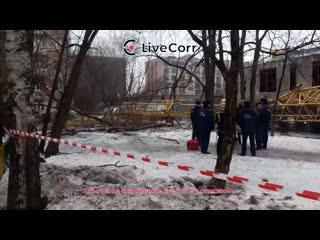 Башенный кран упал на стройке в Москве