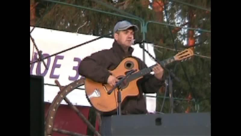 Олег Пантюхин выступает на Гринландии, с песней про марсианина .Берегите своих близких и цените их таланты.