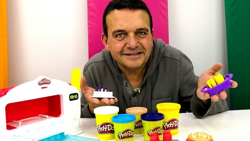 Una Tarta de plastilina Play Doh. Cocinita de Juguete. Abriendo juguetes.