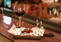 Мы живем только один раз, но с хорошим вином и вкусным сыром одного раза