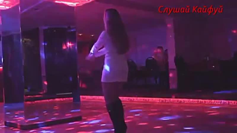 Девочка танцует, всех парней волнует, ах какие ножки, будто бы с обложки