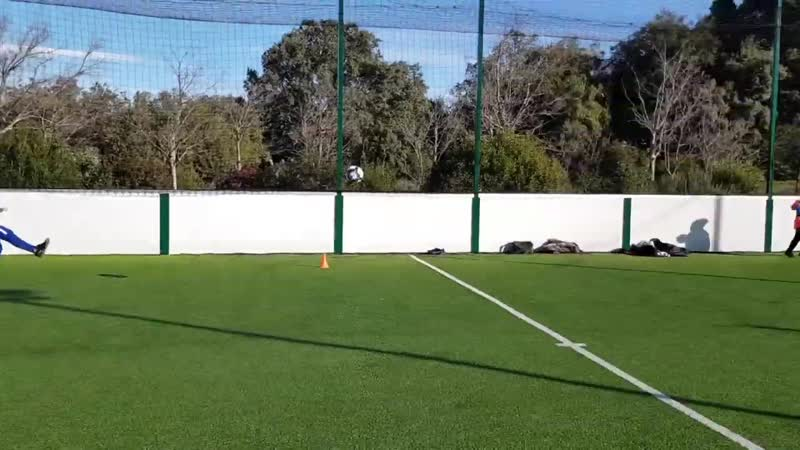 Football exercices gardien de but u10 et u13 avec tireurs de foot u16