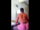 негритянка крутит попой big booty black girl twerks