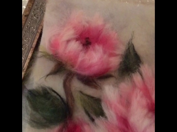 Картина из шерсти Китайские пионы и бабочка.