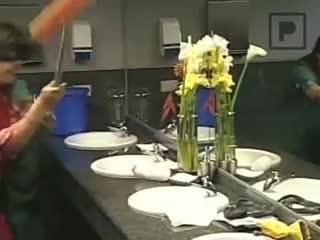 [v-s.mobi]Culebra en el baño - Loco Video Loco - Bathroom snake