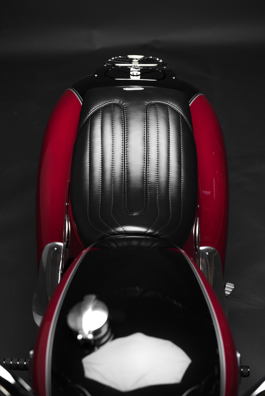 South Garage: кастом Triumph Bonneville Citroën Tribute