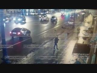 Момент смертельного наезда BMW на людей на Невском