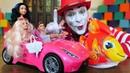 Видео про игрушки для детей. Куклы Барби в гостях у клоуна!