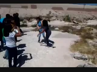 Two Girls Real Street Fight In Road Bad Fight yt