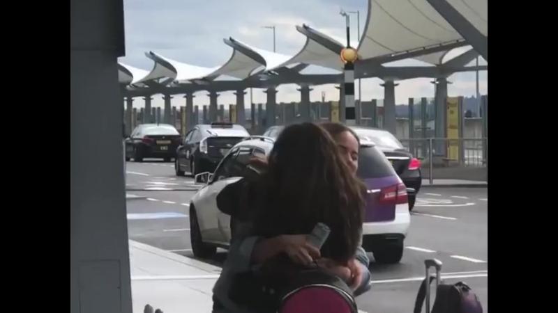Дебби в аэропорту Хитроу 14 09 18