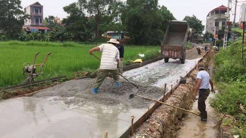 Азиаты бетонируют дороги, они очень изобретательные