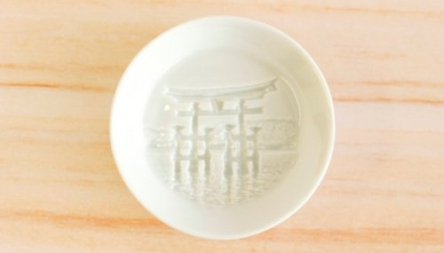 Блюдца для соевого соуса, которые прячут на дне целые картины 3D-печать изобрели давно, но мы до сих пор удивляемся некоторым результатам использования этой современной технологии. потому что