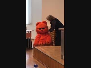 Студент пришёл на зачёт в костюме котика