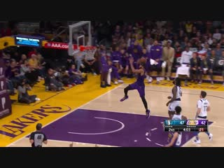 Lonzo Ball sets up LeBron James nicely for the bucket