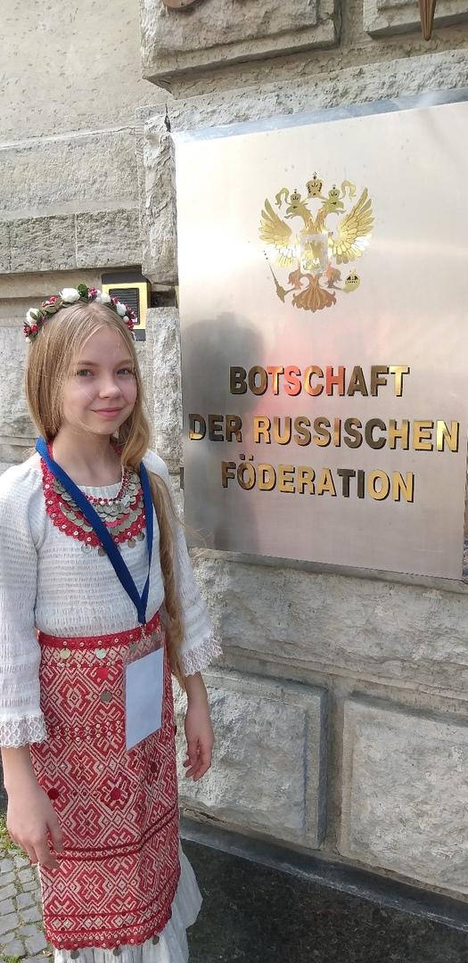 Liza Perminova - Page 10 AzLVlbqVFr4