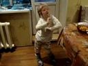 Девочке 5 лет.Прикольно танцует.