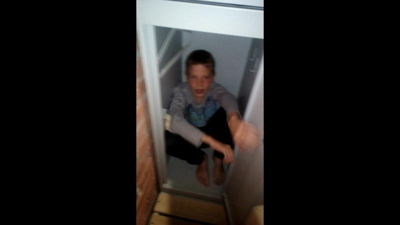 Жора в шкафу в хаосе