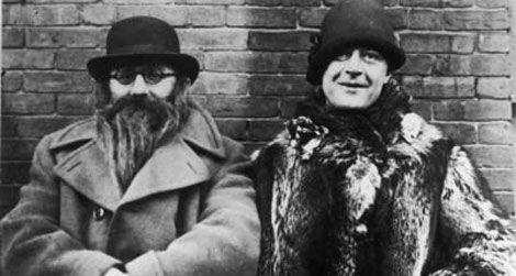 Исидор «Иззи» Эйнштейн и Мо Смит самые известные детективы времён сухого закона. Их боялись все нелегальные торговцы. По официальным данным, детективам удалось произвести 4 932 ареста барменов,