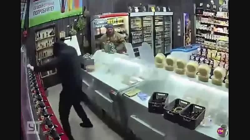 бандит решил ограбить мини магазин но у него не удалось
