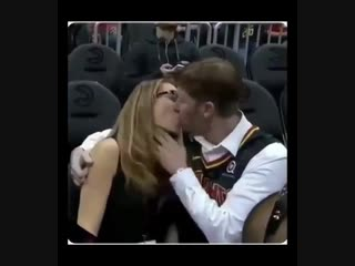 A gross kiss cam with an appropriate reaction