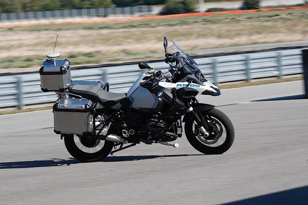 Автономный мотоцикл BMW R1200GS в действии (видео)