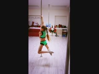 Акробатика и Растяжка на пилоне acrobatic pole kid's www.miridance.ru