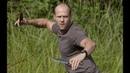 Джейсон Стэйтем(Ли) работает в паре с Сильвестром Сталлоне(Барни).Неудержимые(фильм 2010)