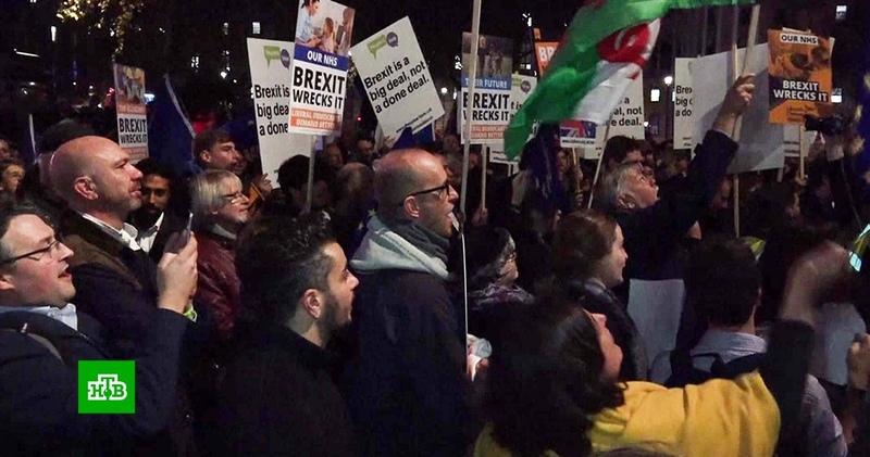 «Brexit все портит»: сотни британцев потребовали нового референдума