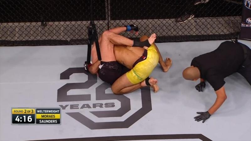 Бой MORAES vs SAUNDERS отличный пример работы BJJ в MMA. Запоминаем, учим и пробуем применить на тренировке.