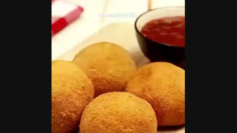 Картофельные шарики с курицей и сыром!