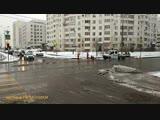 Рабочие заново наносят разметку на ул. Гурьянова в Печатниках
