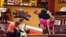 Сексуальна блондинка набиває тату на непристойному місці ДИЗЕЛЬ ШОУ Найсмашніші гуморески