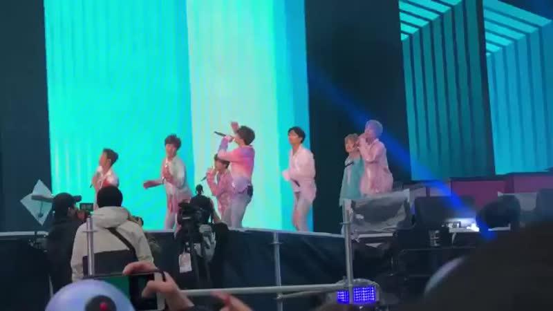 о мой бог Холзи приехала на концерт мальчиков стэню из дружбу BTSinParis .mp4