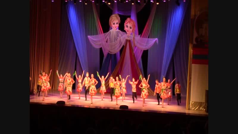 У нас веселье Ансамбль Колокольчик фестиваль По всей России водят хороводы