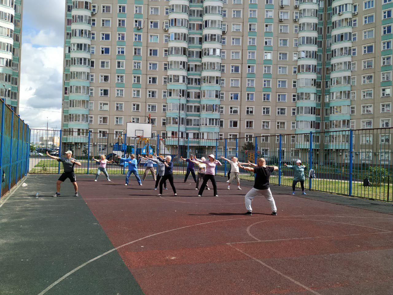 О наборе в группу китайской гимнастики цигун объявили в центре соцобслуживания на Рождественской
