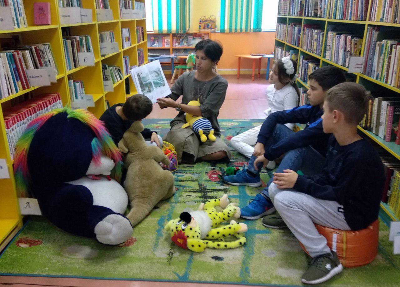 Литературное путешествие по сказке «Айболит» совершили юные гости библиотеки на 2-й Вольской