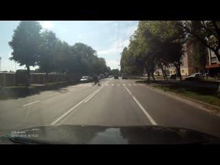 В гомеле спешащая дамочка на авто едва не задавила троих детей