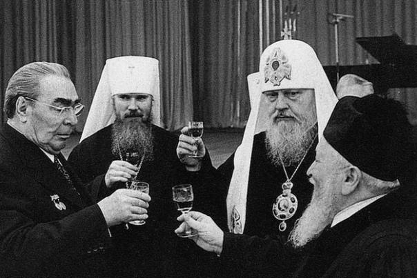 Брежнев в компании патриарха Пимена, будущего патриарха Алексия II и главного раввина Я