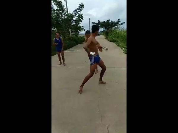 ရဲတံခြန္-Ye Tagon training for Muaythai fight