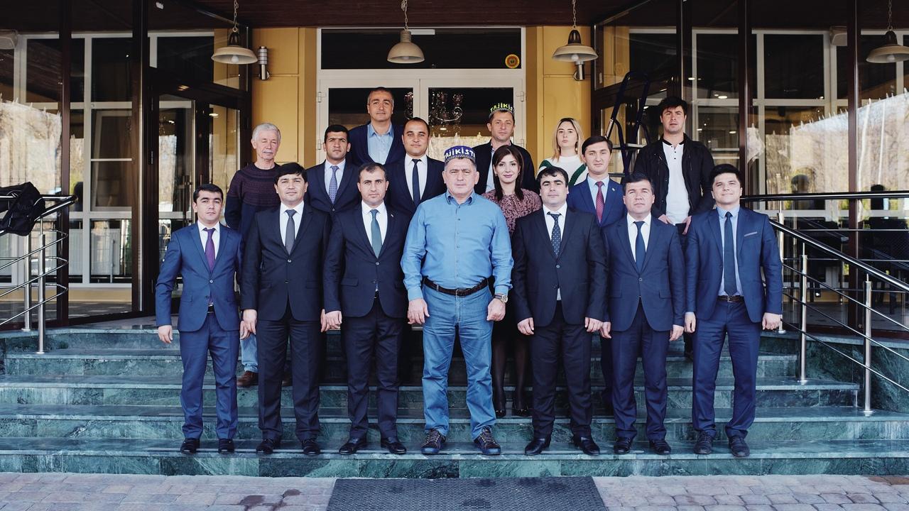 Члены таджикской делегации посетили Академию борьбы во Владикавказе