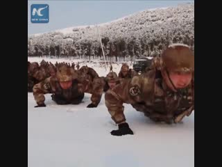 Вот как закаляются и тренируются зимой солдаты Поднебесной!